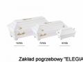Trzy białe trumny różne rozmiary w biurze elegia usługi pogrzebowe