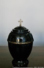 Czarna plastikowa urna pogrzebowa na kremacje w warszawie